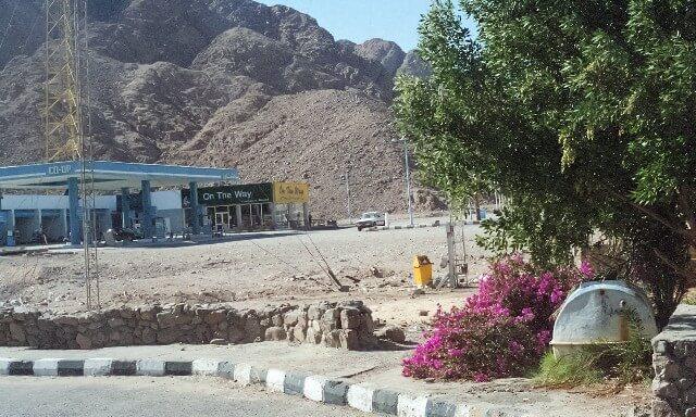 発展途上国のガソリンスタンド