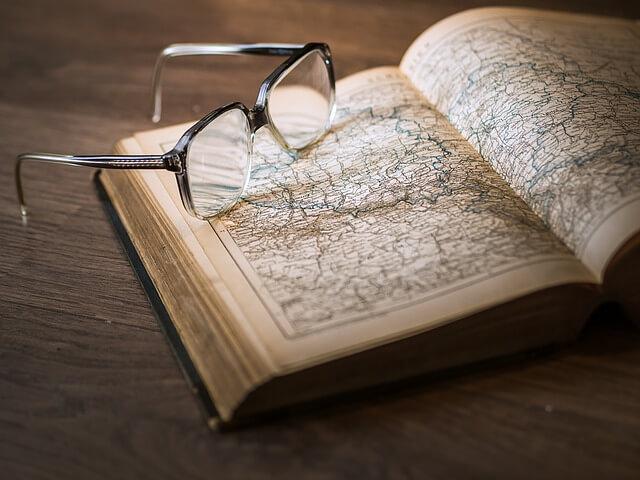教科書と眼鏡