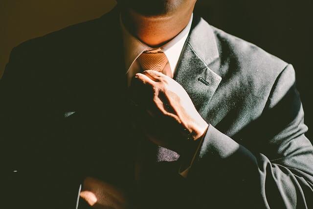 成功を手にしたビジネスマン